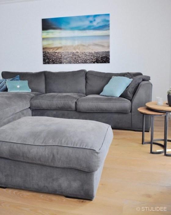Loungebank Met Fauteuil.Binnenkijken In Een Woonkamer Met Lounge Bank En Design