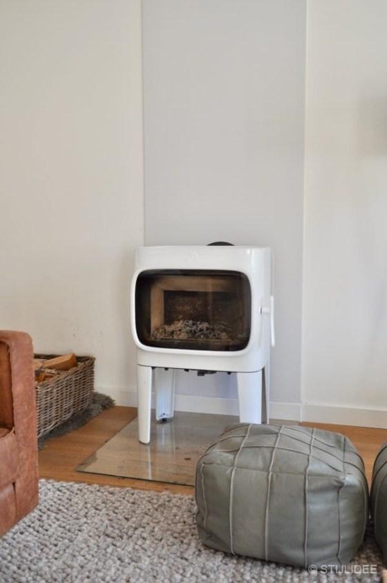 Binnenkijken in ... een woonkamer met witte houthaard in Abcoude na STIJLIDEE Interieuradvies en Styling