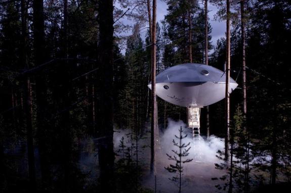 Boomhut van een UFO van Treehotel in Zweden