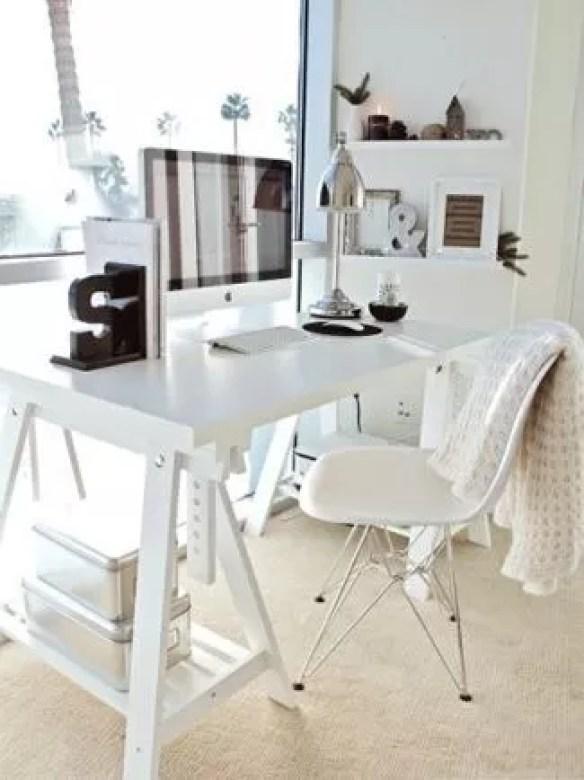 Interieur | Bureau en tafels op Schragen - www.stijlvolstyling.com