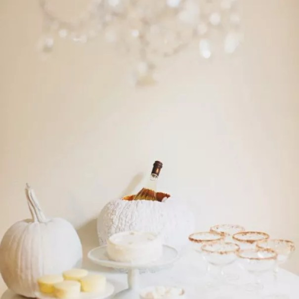Wonen & seizoenen   Black, White & Gold - Stijlvol Halloween feest #woonblog - www.stijlvolstyling.com - beelden via Style me Pretty
