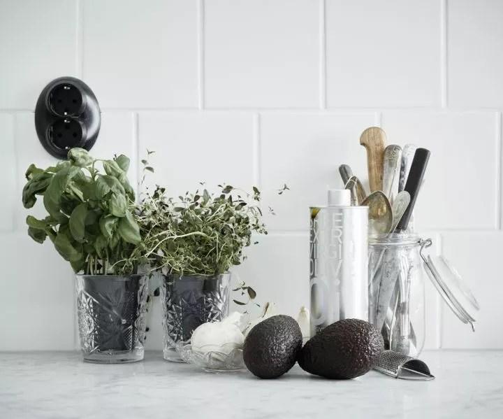 Feest styling| Chique diner met zwart & wit tafeldecoratie - Woonblog StijlvolStyling.com
