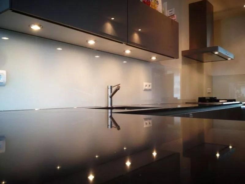 Interieur | Keukenglas geeft je keuken een luxe uitstraling - Stijlvol Styling woonblog www.stijlvolstyling.com