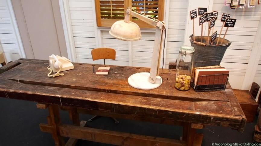 Binnenkijken |Oude werkbank als bureau. - Woonblog StijlvolStyling.com