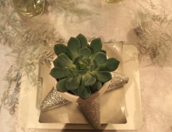 Groen wonen | Witte droom kersttafel vol (kerst) groen - © Woonblog StijlvolStyling.com