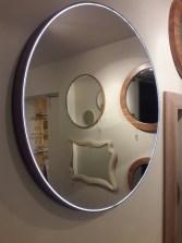 šviečiantis veidrodis