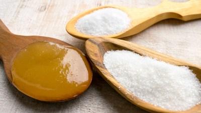 Miele vs zucchero, quale il più sano?