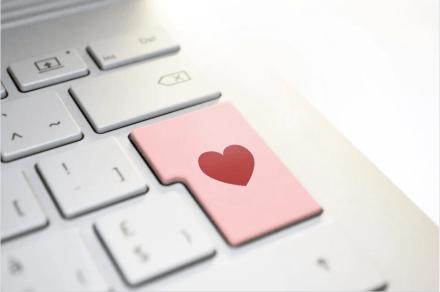 Online dating bokning Sverige man sponsor ren