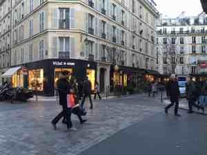 파리 마레 지구의 쇼핑가