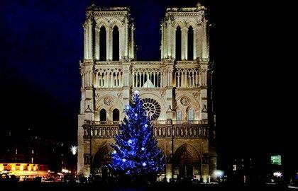 Christmas decorations at Notre Dames de Paris