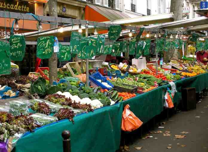 Sunday food markets in Paris