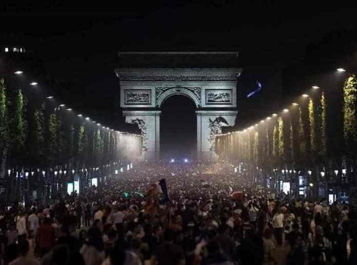 Paris Silvester 2021: Feste, Abendessen, Kreuzfahrten, Feuerwerk