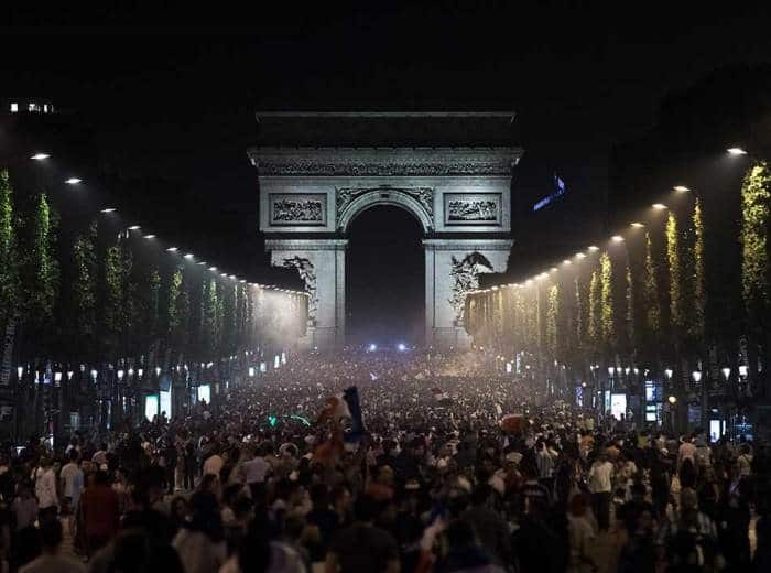 Silvester-Publikum in Paris