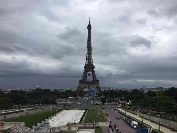 Der Eiffelturm vom Trocadero in Paris