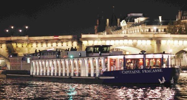 Inexpensive dinner cruises in Paris:  Paris en Scene, Capitaine Fracasse