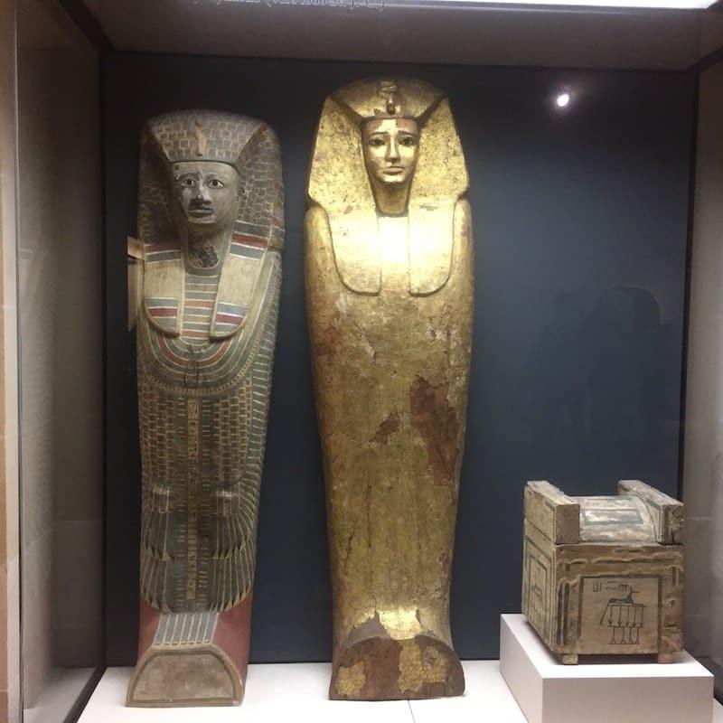 Egyptische sarcofagen in het Louvre