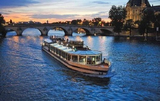 Paris en Scène cheap Dinner Cruise in Paris