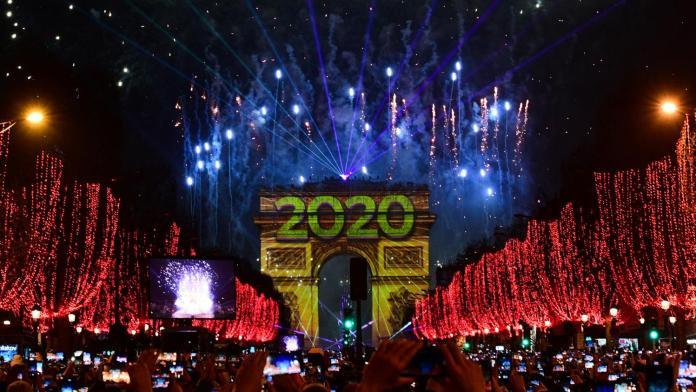 Año Nuevo 2020 en París: fuegos artificiales y espectáculo