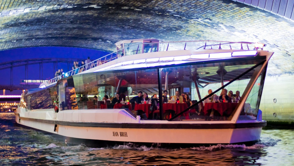 dinner cruise by Bateaux Mouches