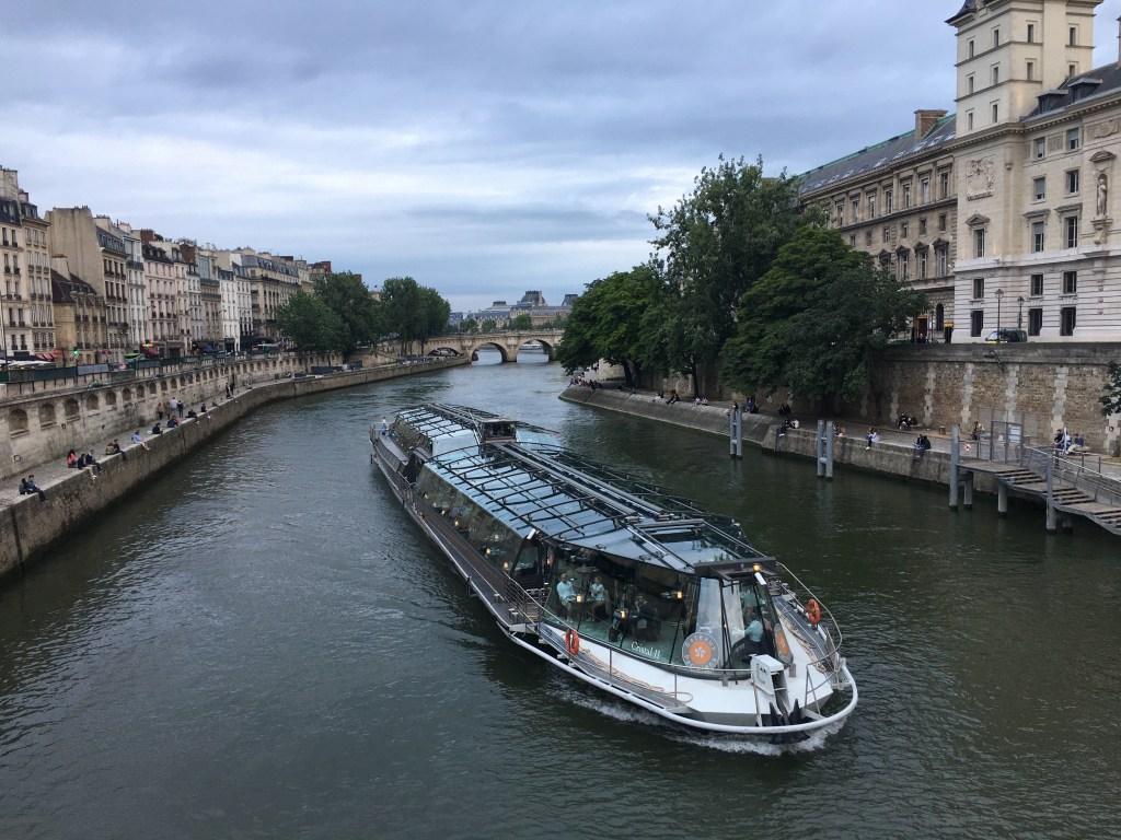 Top dinner cruise in Paris by Bateaux Parisiens