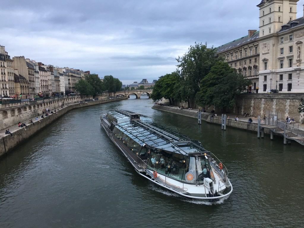 Romantische Bootsfahrt in Paris mit Abendessen - Bateaux Parisiens