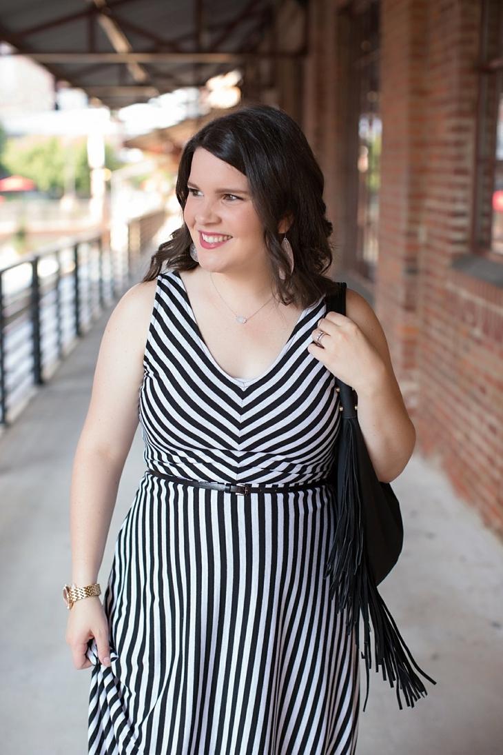 Striped maxi dress, black fringe bag - Maternity / Pregnancy Style (2)