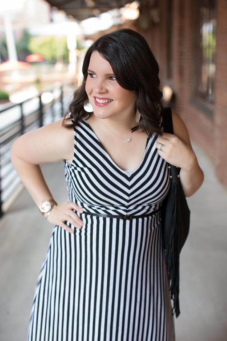 Striped maxi dress, black fringe bag - Maternity / Pregnancy Style (8)