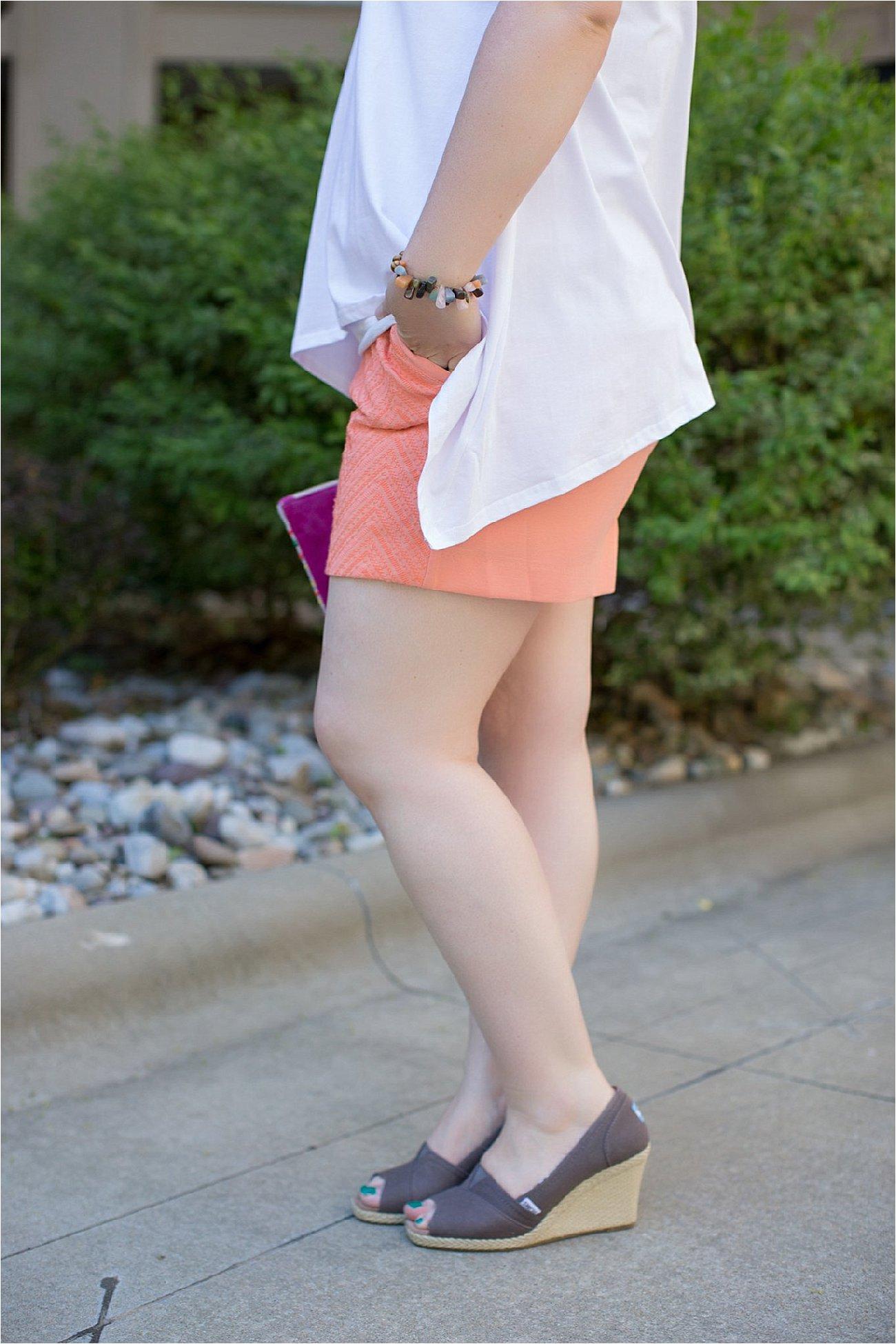 Elegantees #letitshinecollection Bridgid tee, Stitch Fix textured shorts, TOMS wedges - ethical spring fashion - ethical spring style - ethical fashion blogger (4)