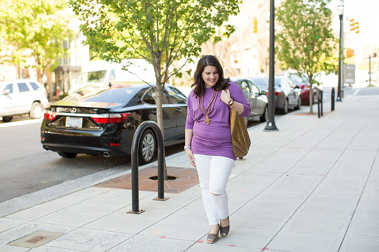 White Denim Outfit Ideas with the Elegantees Cassie Tunic (1)