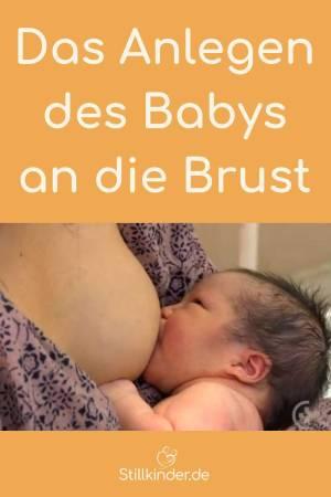 Ein Neugeborenes trinkt an der Brust