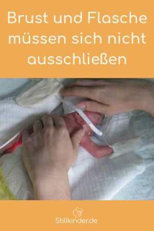 Berührung für ein winziges Frühgeborenes im Inkubator