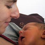 Neugeborene erwarten gehalten zu werden