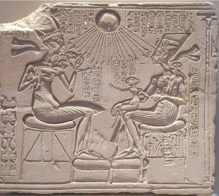 Akhenaton and family