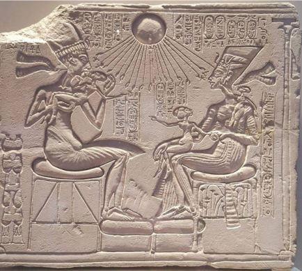 Akhenaton and family