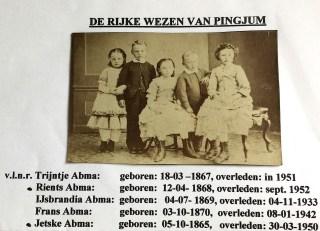 'De rijke wezen van Pingjum', ca. 1875. Archief W.Y. Sijtsema (kleinzoon Ype Terpstra/Jetske Terpstra-Abma).
