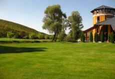 Suprafeţe agricole extinse din Moldova, Muntenia, Oltenia, Banat şi Dobrogea înregistrează deficite de umiditate în sol, în aceste zone seceta pedologică fiind moderată şi puternică, se arată în prognoza agrometeorologică pentru perioada 18-24 mai 2013 publicată pe site-ul Administraţiei Naţionale de Meteorologie (ANM).