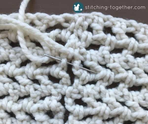 Are you looking for the perfect beginner scarf that is not only quick but also beautiful? This free pattern for an easy crochet infinity scarf is just what you need. It only uses one skein of thick and quick bonus bundle and takes less than an hour to make! Save it now so you can add this chunky cowl to your collection.