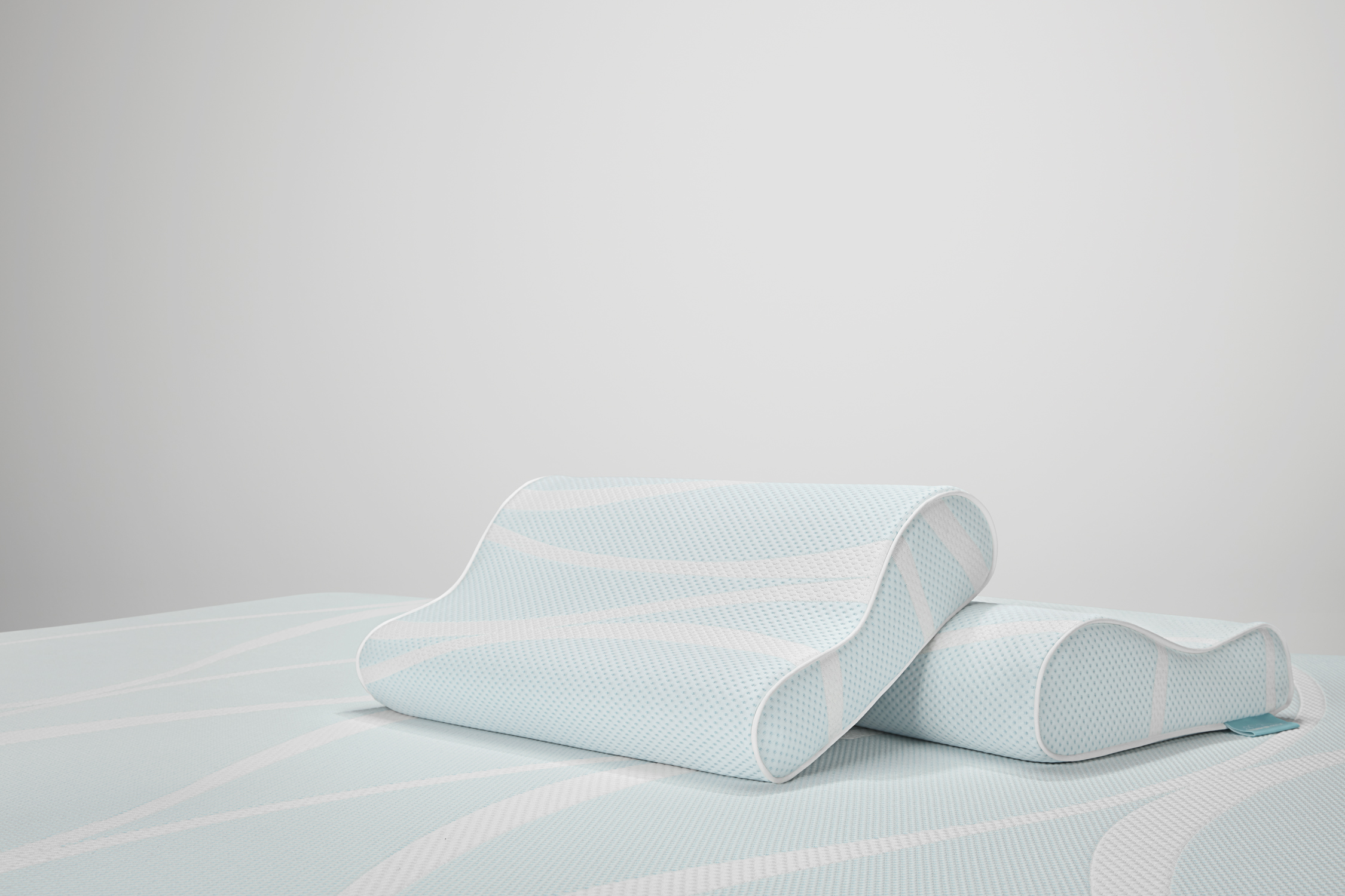 tempur breeze neck advanced cooling pillow by tempur pedic the back store sleep well we ve got your back