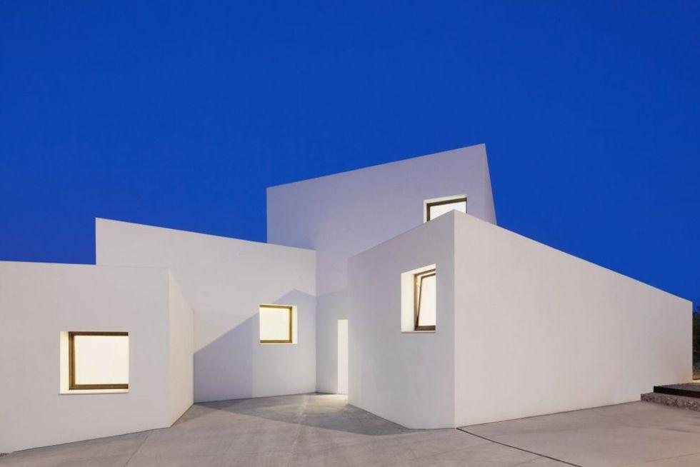 mm-house-oliver-hernaiz-architecture-lab-palma-de-mallorca-spain_dezeen_2364_ss_1-1024x731.0