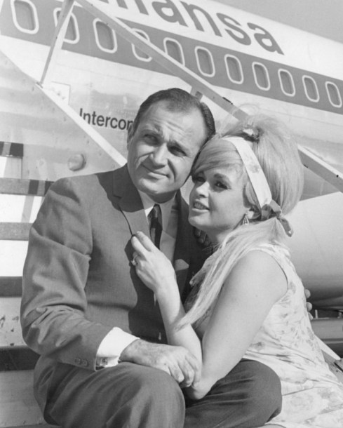 Jayne_Mansfield_and_Sam_Brody_May_1967