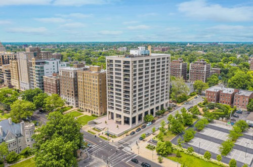 Updated Two Bedroom Condo in Lindell Terrace | 4501 Lindell Boulevard #10B
