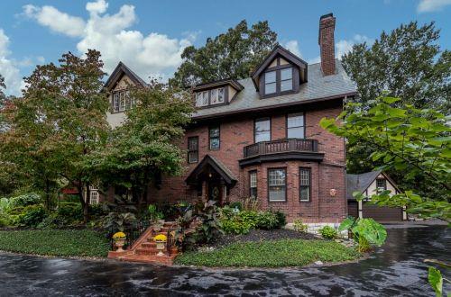 Inside Gracious Home in Hampton Park | 1183 Hampton Park Drive