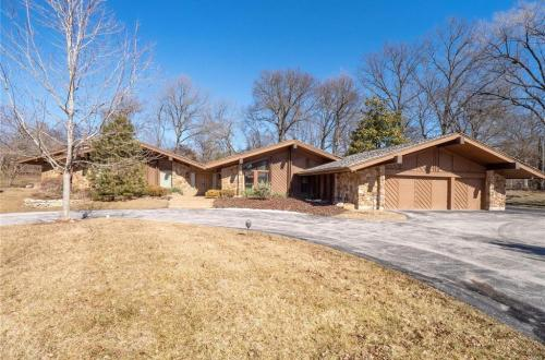 Architecturally Significant Home in Ladue School District | 132 Mystic Meadows