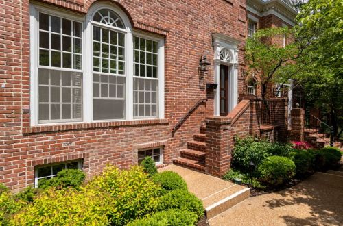 Bright and Airy Georgian Townhome in Clayton | 312 North Brentwood #8