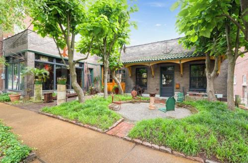 Once In A Lifetime Benton Park Opportunity   2200 Pestalozzi Street #2210