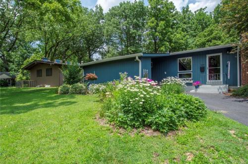 Rare Mid-Century in Webster Groves | 535 Foote Avenue