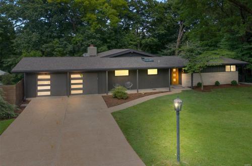 Immaculate Mid-Century Modern Dream Home | 201 Horseshoe Drive