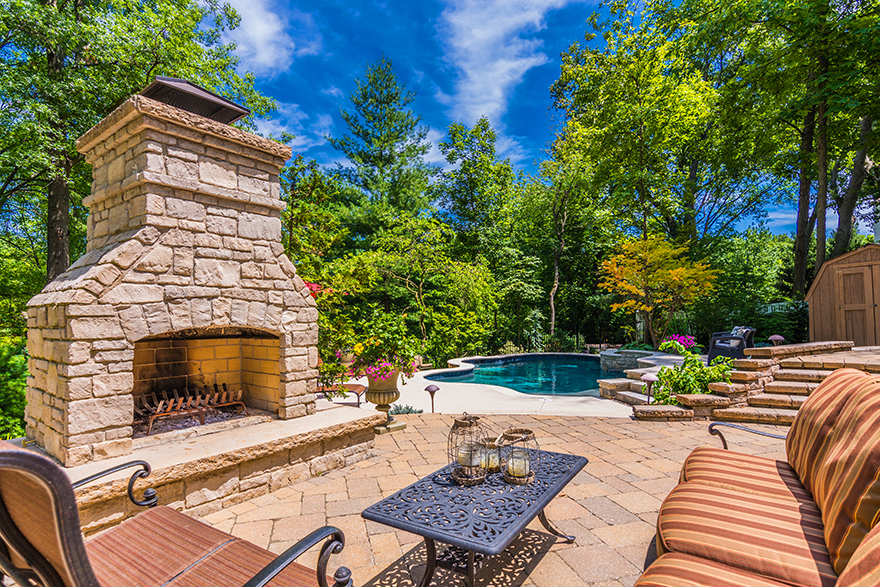 builder of outdoor fireplaces and fire pits