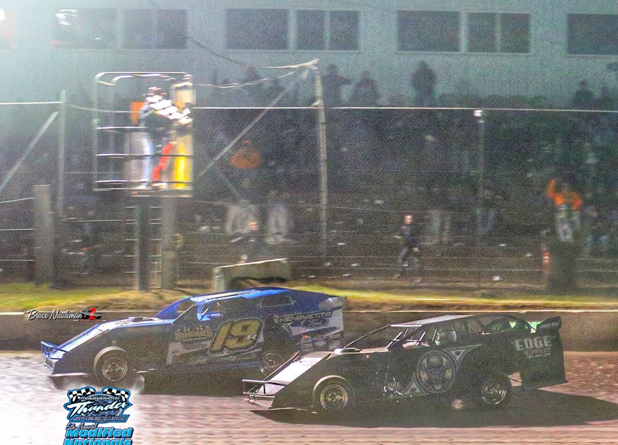 Ryan Gustin edges Scott Bloomquist for $40,000 Modified win at Mississippi Thunder Speedway