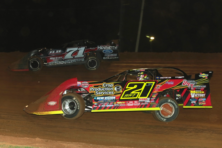 Billy Moyer Jr. Tames the Bullring for Second Win of 2017